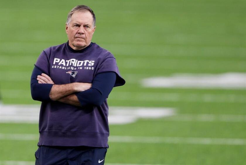 El entrenador en jefe de los Patriots de Nueva Inglaterra, Bill Belichick. EFE/Archivo