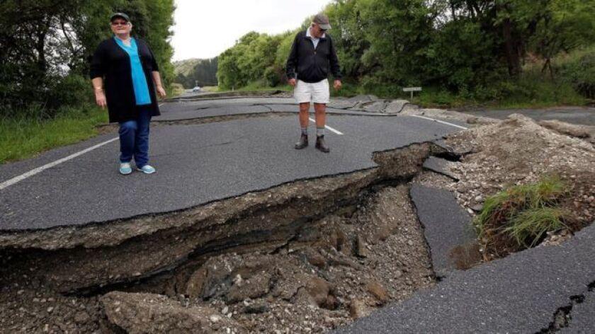El terremoto rompió varias calles y carreteras en la Isla Sur.