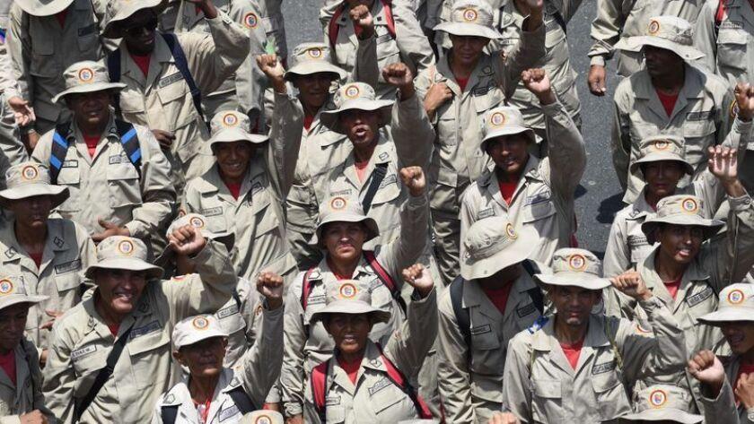 Miembros de la Milicia Bolivariana de Venezuela asisten a un mitin progubernamental el 1 de mayo de 2019 en Caracas. (Yuri Cortez / AFP/Getty Images)