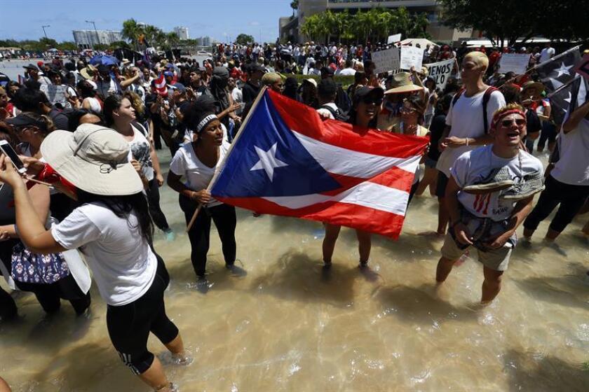 """La Federación de Maestros de Puerto Rico (FMPR) denunció hoy que el Departamento de Educación destinó a 1.200 maestros permanentes a proyectos """"donde tendrán que cambiar forzosamente sus categorías y los cursos que imparten"""" para el próximo año escolar que arranca en agosto. EFE/Archivo"""