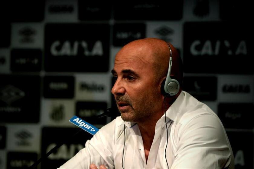 El técnico argentino Jorge Sampaoli durante su presentación como nuevo técnico de Santos el 18 de diciembre de 2018 en Sao Paulo (Brasil). EFE/Archivo