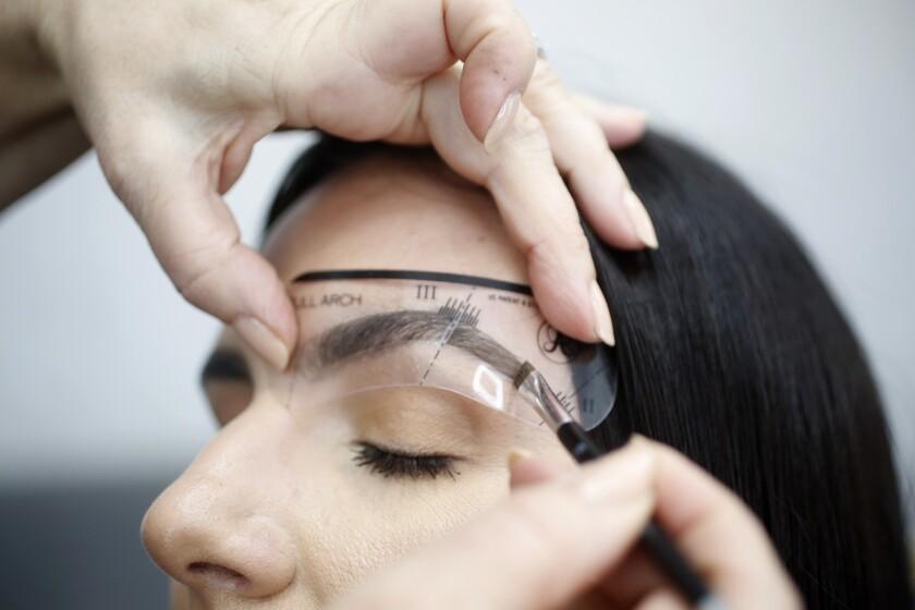 Anastasia Soare's brow technique
