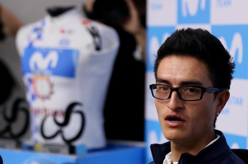 El ciclista colombiano Winner Anacona, de Movistar Team, habla durante una rueda de prensa este martes, en Bogotá (Colombia). EFE
