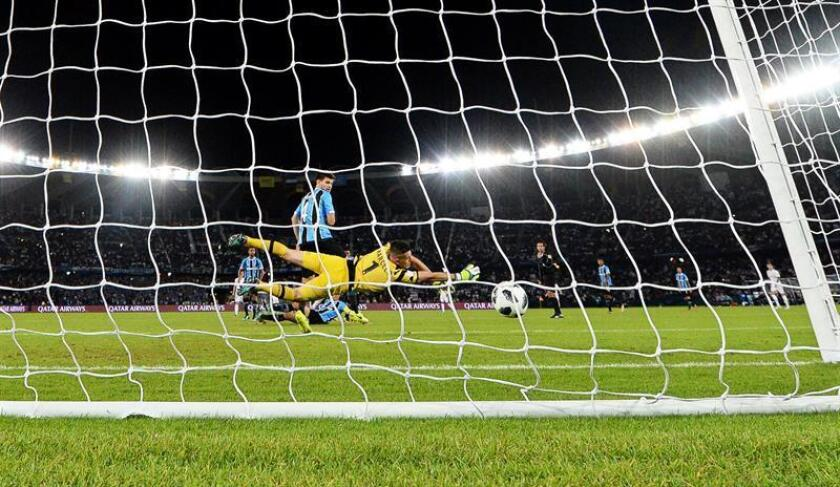 Gremio's goalkeeper Marcelo Grohe (C) concedes Real Madrid's winning goal during the FIFA Club World Cup final between Real Madrid and Gremio Porto Alegre in Abu Dhabi, United Arab Emirates, 16 December 2017. Real Madrid won 1-0. EFE-EPA/MARTIN DOKOUPIL
