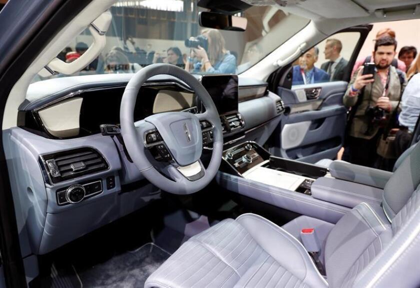 Vista general de la parte interior una una Lincoln Navigator en la Feria del Automóvil de Nueva York. EFE/Archivo