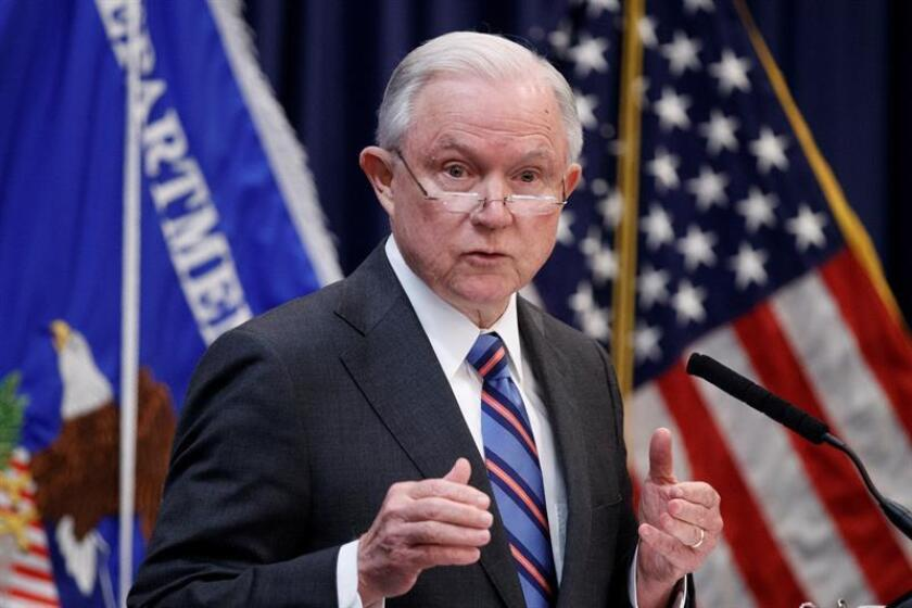 El fiscal general de Estados Unidos, Jeff Sessions, pronuncia su discurso ante la nueva promoción de jueces de Inmigración en Falls Church, Virginia (Estados Unidos). EFE/Archivo