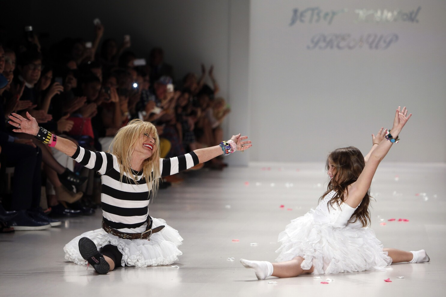 Betsey Johnson To Receive Cfda Lifetime Award Los Angeles Times