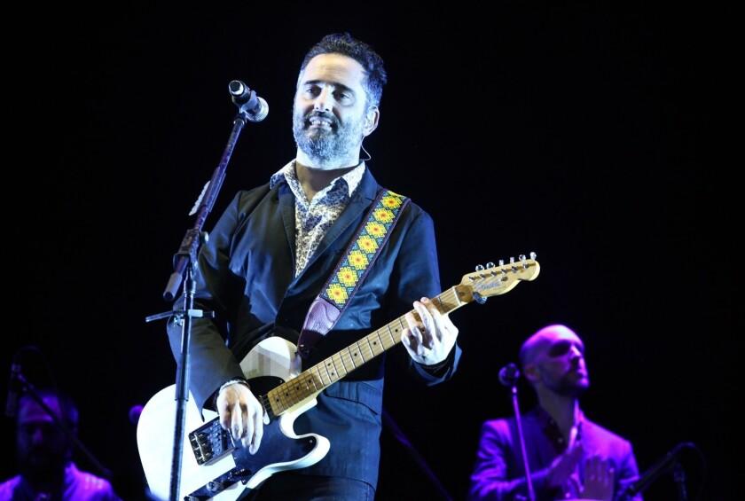 """Postulado a cinco Grammy Latinos, entre ellos Canción y Grabación del Año por """"Telefonía"""" y Álbum del Año por """"Salvavidas de Hielo"""", el intérprete destacó las cosas positivas de la música urbana."""
