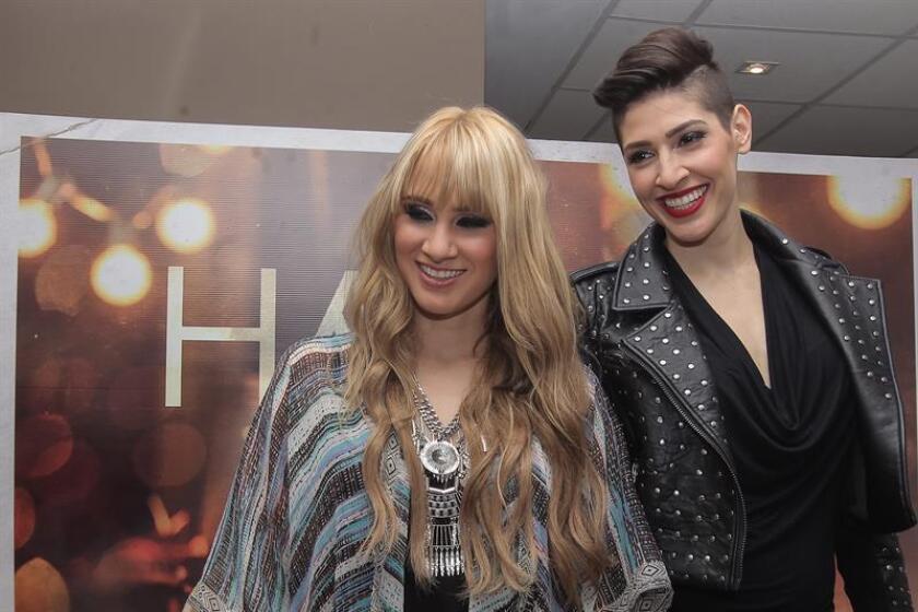 Las hermanas Hanna (i) y Ashley (d), integrantes del grupo Ha-Ash. EFE/Archivo