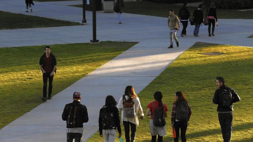 Los jueces votaron 4-3 contra el caso de la estudiante (blanca) rechazada por la Universidad de Texas y que había argumentado que era víctima de discriminación porque su raza había sido un factor en el proceso de admisión.
