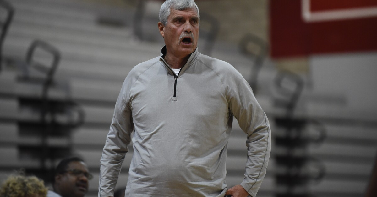 Helix basketball coach Singer retiring because of health concerns