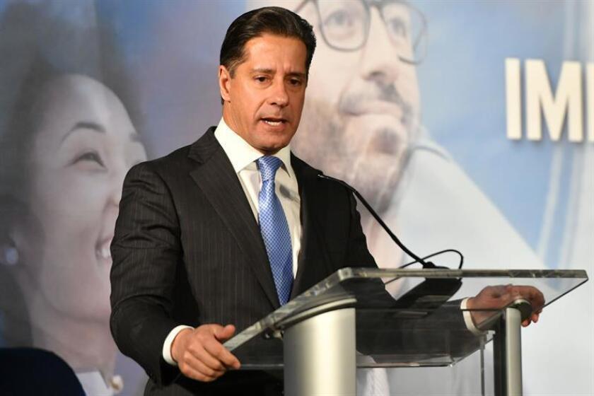 El superintendente de las escuelas públicas del condado de Miami dade, Alberto Carvalho, habla durante un foro. EFE/Archivo