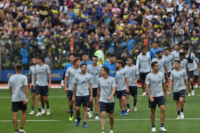 Jugadores de Boca Juniors participan hoy, en un entrenamiento de preparación para la final de la Copa Libertadores, en Buenos Aires (Argentina). EFE