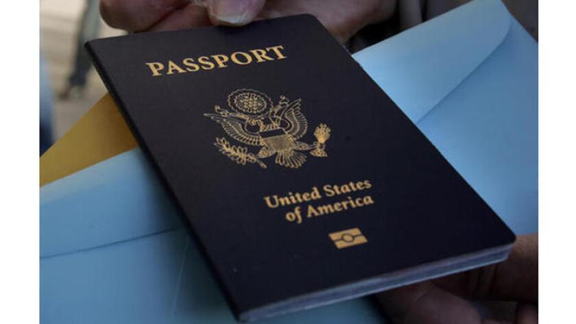 Bajo una nueva ley, los pasaportes de agresores sexuales serán marcados identificando a los portadores como ex convictos. ()