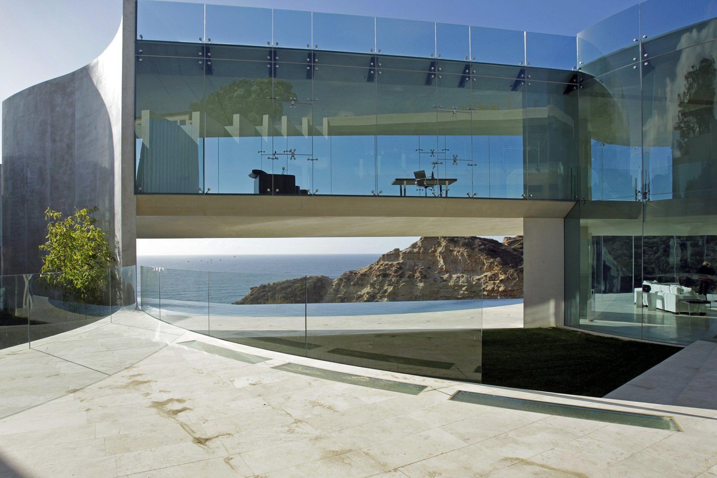 """""""The Razor"""" house in La Jolla."""