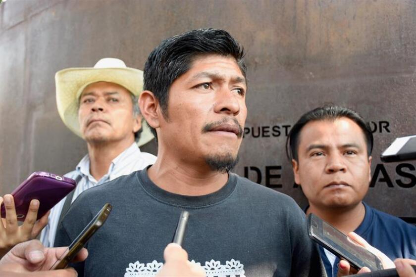 Fotografía de archivo fechada el 8 de marzo de 2018, que muestra al indígena náhuatl, dirigente comunitario en el municipio de Amilcingo, en el estado de Morelos (México), Samir Flores Soberanes. EFE/Archivo