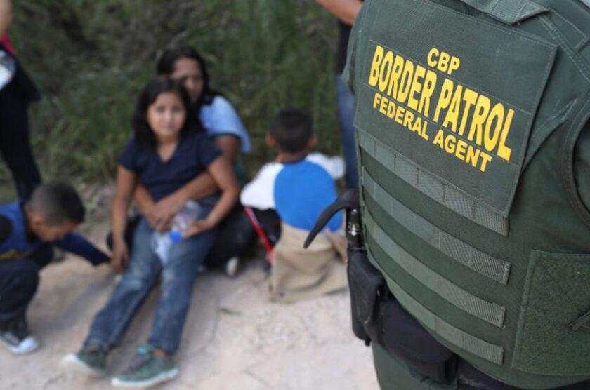 Hasta la vida doy para que saquen a esos niños': Activistas exijen a ICE no  aplazar liberación de menores - Los Angeles Times