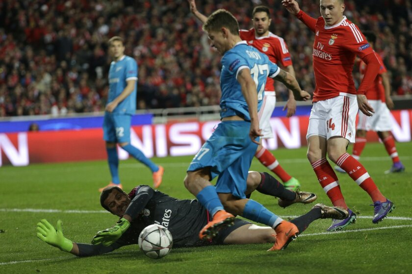 Zenit's Oleg Shatov tries to beat Benfica goalkeeper Julio Cesar during a Champions League Round of 16 first leg soccer match between Benfica and Zenit at Benfica's Luz stadium in Lisbon, Portugal, Tuesday, Feb. 16, 2016. (AP Photo/Armando Franca)