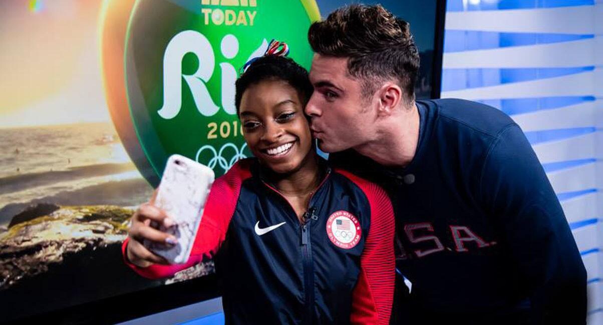 Simone Biles, multimedallista olímpica y figura del equipo estadounidense de gimnasia, es fan del actor Zac Efron, a veces besa en sus redes sociales la fotografía de la estrella de High School Musical y… ¡YA lo conoció en persona!