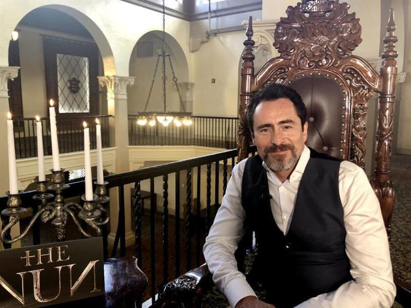 """El actor mexicano Demián Bichir habla con Efe durante una entrevista realizada ayer lunes, 27 de agosto de 2018, en uno de los salones más imponentes del Hotel Biltmore, en Miami (EE.UU). El actor mexicano Demián Bichir asegura en entrevista con Efe que su formación católica le hizo sentirse protegido durante el rodaje de la película de terror """"The Nun"""", en la que encarna al padre Burke, una especie de """"James Bond"""" de las almas. EFE"""