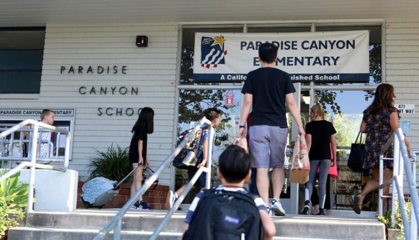 California aprueba 6.600 millones para reabrir escuelas antes del 1 de abril