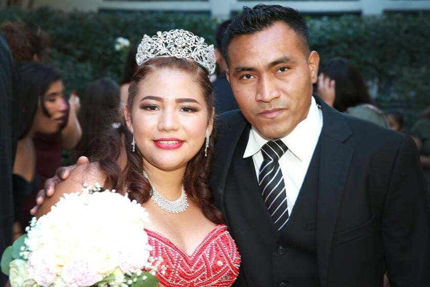 Priscilla Fuentes contó con la grata presencia de un tío materno, que viajó desde Texas para la celebración de su quinceañera realizada en Los Ángeles.