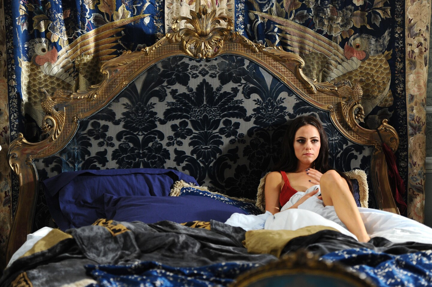Inside The Luxury Of E S The Royals Los Angeles Times