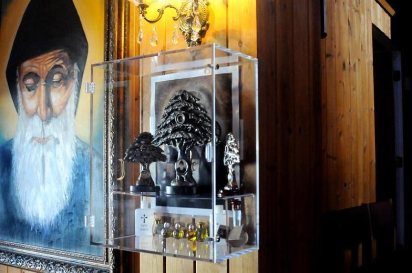 La historia de Dafne Gutiérrez, una hispana que recuperó la vista gracias a un supuesto milagro de San Chárbel ha despertado el interés por las reliquias de este santo libanés que se custodian en Phoenix (Arizona). EFE