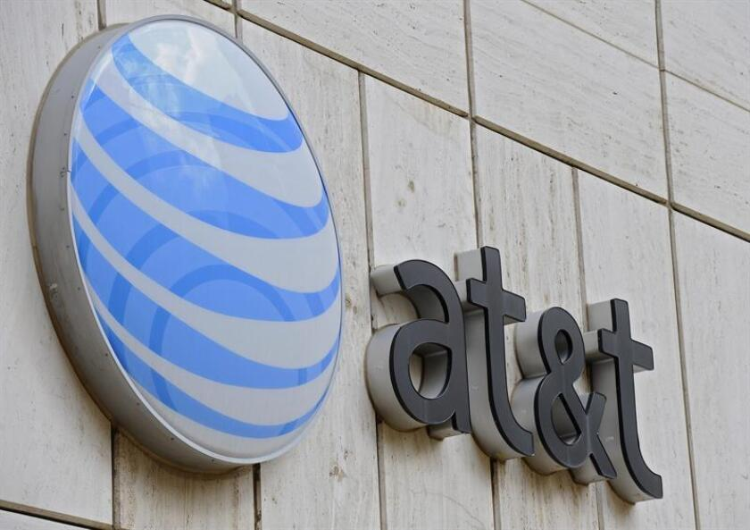 """AT&T admitió hoy que su fusión con el grupo Time Warner es """"incierta"""", en medio de presiones del Departamento de Justicia para que se vendan algunos activos antes de autorizar la operación, según publica hoy The Wall Street Journal. EFE/ARCHIVO"""
