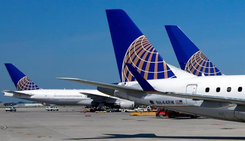 A file photo dated 19 September 2014 shows a United Airlines jets sitting at the gates at the O'Hare International Airport in Chicago, Illinois, USA. EFE/FILE