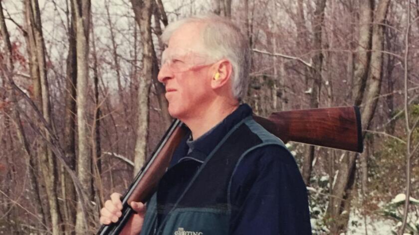 """""""Mi familia cazaba, yo crecí en una comunidad de cazadores, y siempre he cazado"""", asegura Mike Thompson ahora. """"Todos en mi área saben que conozco bien las armas, que las respeto, que apoyo la Segunda Enmienda. Saben que no voy darles una puñalada por la espalda""""."""