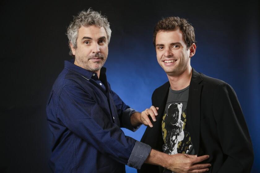 """Jonás Cuarón (der.) al lado de su padre Alfonso durante la promoción de """"Gravity"""", que escribieron juntos. Ahora, el primero se abre paso como director."""