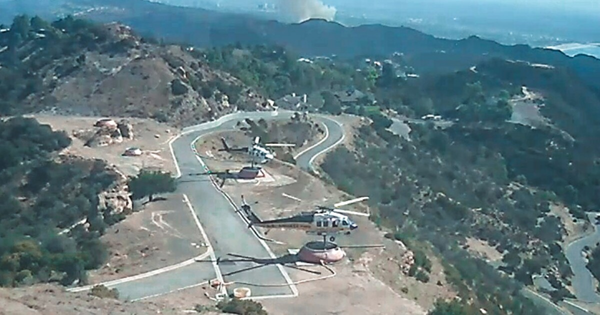 Dalam kaya L. A. usaha manusia untuk membantu pilot melawan kebakaran hutan dari pegunungan terpencil dasar