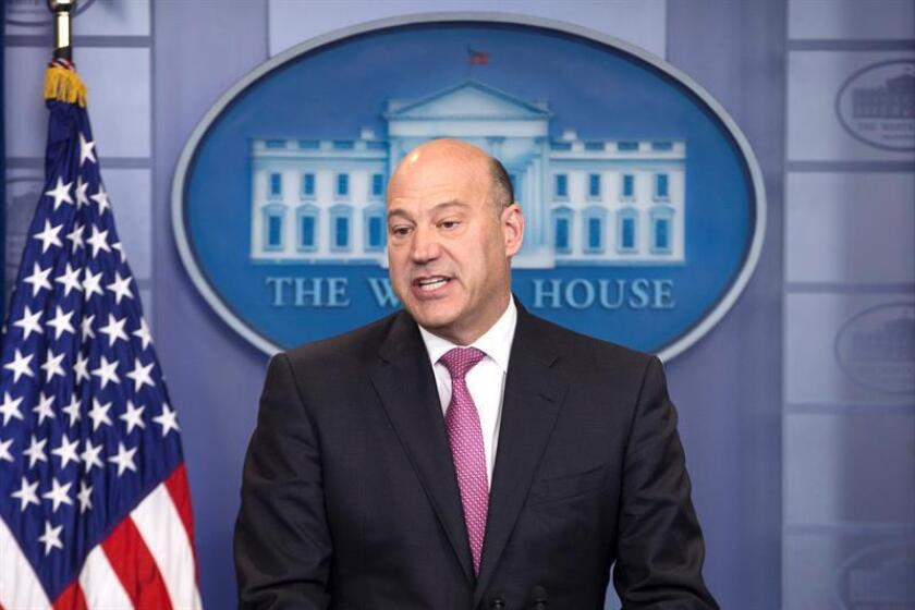 Gary Cohn, el principal asesor económico del presidente Donald Trump, renunciará a su cargo en las próximas semanas, después de sus desacuerdos con el mandatario sobre la imposición de aranceles a las importaciones de acero y aluminio, informaron hoy medios estadounidenses. EFE/ARCHIVO