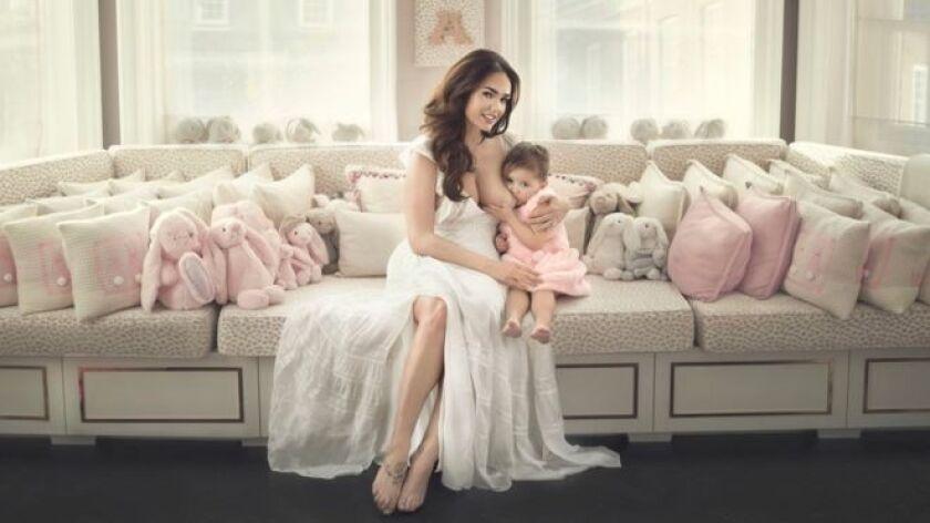 El mensaje, publicado este miércoles por la modelo británica Tamara Ecclestone en la red social Instagram, acompañaba una fotografía de ella amamantando a su hija Sophia, de casi 3 años de edad.