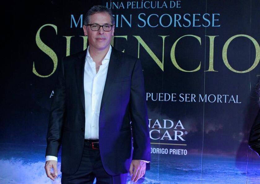 """El mexicano Rodrigo Prieto, nominado al Óscar en la categoría de mejor fotografía por """"Silence"""" asiste a la alfombra roja de la película """"Silence"""" hoy, jueves 16 de febrero de 2017, en Ciudad de México (México). EFE"""