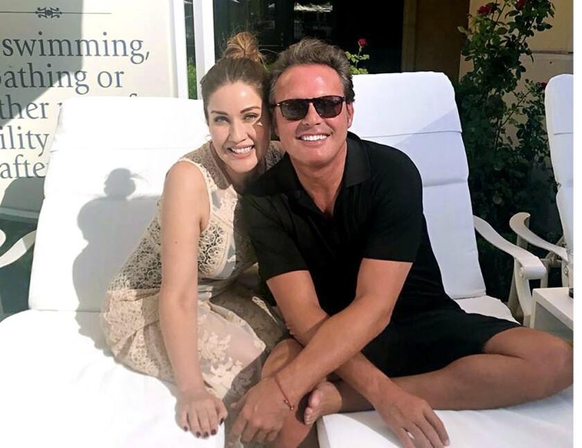 Una joevn de Monterrey tuvo la fortuna de encontrarse con Luis Miguel en Las Vegas y de que este aceptara fotografiarse con ella.