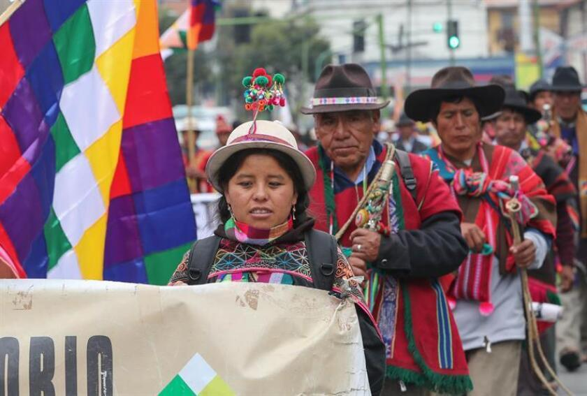 Indigenous people from southern Bolivia arrive this Monday in La Paz after a 41-day, 700-kilometer (435-mile) march from Sucre, the nations' constitutional capital, to demand that their communal lands be officially recognized as theirs alone. EFE-EPA/Martin Alipaz