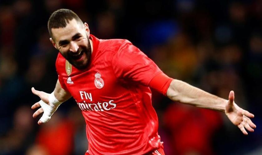 """El atacante del Real Madrid Karim Benzema afirmó tras la victoria contra el Espanyol en el RCDE Stadium que """"la gente a un delantero le pide goles, pero yo creo que soy un nueve con alma de diez"""" EFE"""