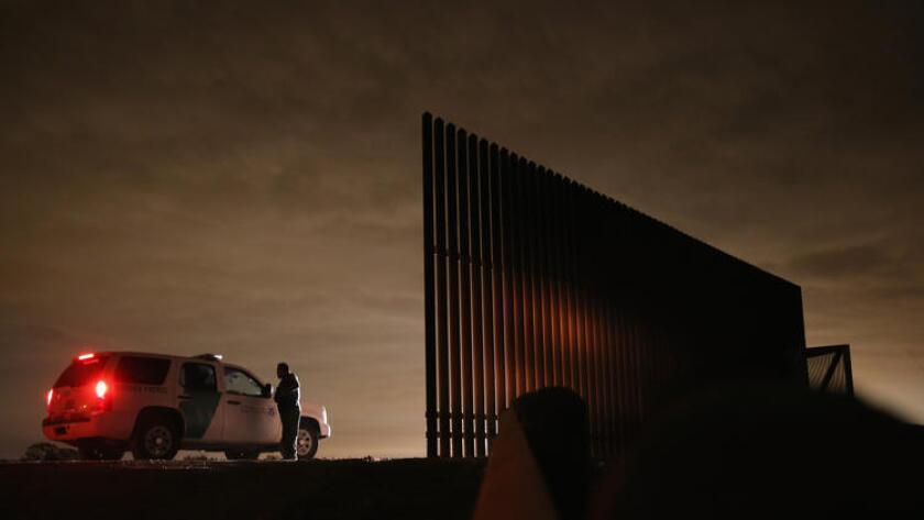 Acusan de decapitación a agente de la Patrulla Fronteriza en Texas.