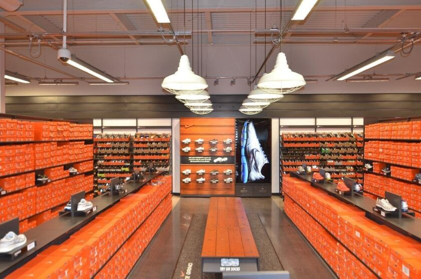 Mono Preferencia Elevado  Nike store shows off new look; free gifts this weekend - The San Diego  Union-Tribune