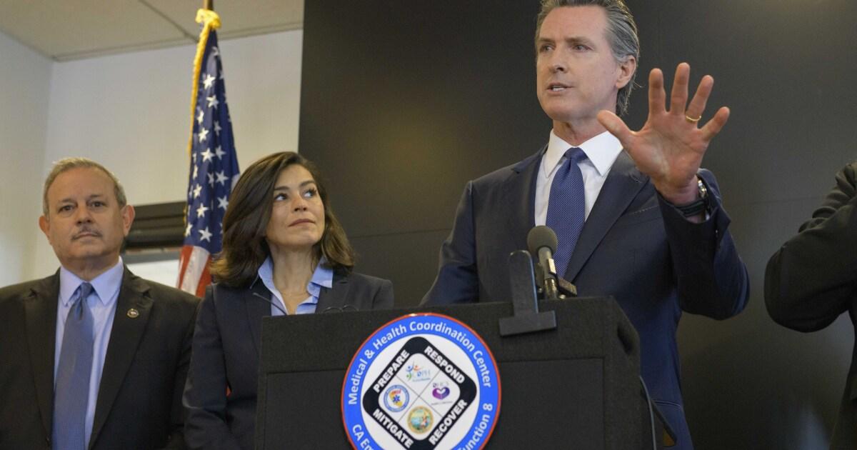 Für den Kampf gegen coronavirus, Kalifornien Senioren sollte isolieren und bars müssen schließen, Gov. Gavin Newsom, sagt