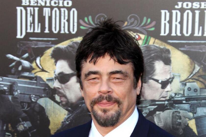 """El actor puertorriqueño Benicio del Toro posa a su llegada al preestreno de la película """"Soldado"""" en el Regency Village Theater en Westwood, Los Ángeles, Estados Unidos el 26 de junio de 2018. EFE/Archivo"""