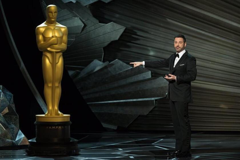Jimmy Kimmel presenta la 90 edición de los Óscar en el Dolby Theatre de Hollywood, California (Estados Unidos) el 4 de marzo de 2018. EFE/ Aaron Poole-Academia de Artes y Ciencias Cinematográficas de EE.UU. (AMPAS) /LA IMAGEN NO PODRÁN SER MODIFICADA/ SOLO PERMITIDO SU USO EDITORIAL PARA INFORMAR ÚNICAMENTE SOBRE EL EVENTO/SOLO SE PERMITE UN SOLO USO/CRÉDITO OBLIGATORIO/FOTO CEDIDA/SOLO USO EDITORIAL
