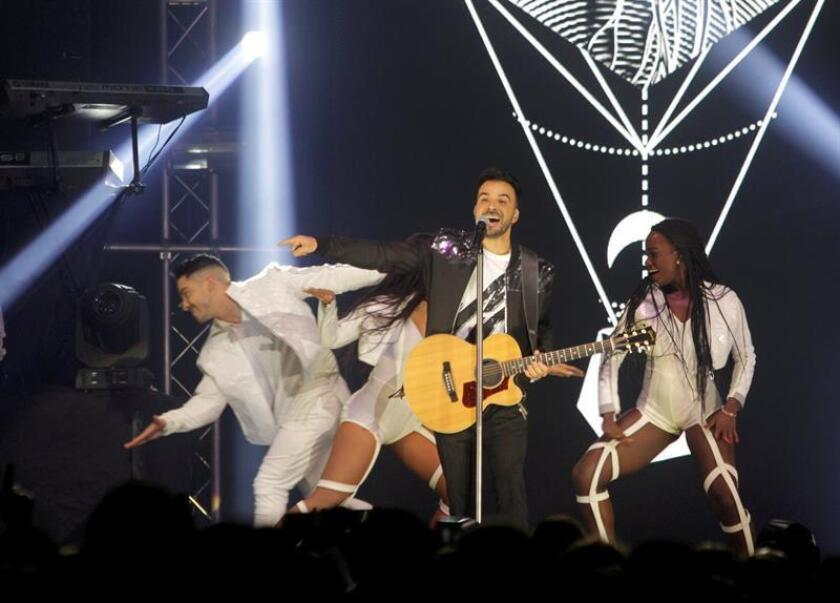 El cantante y compositor puertorriqueño Luis Fonsi durante un concierto. EFE/Archivo