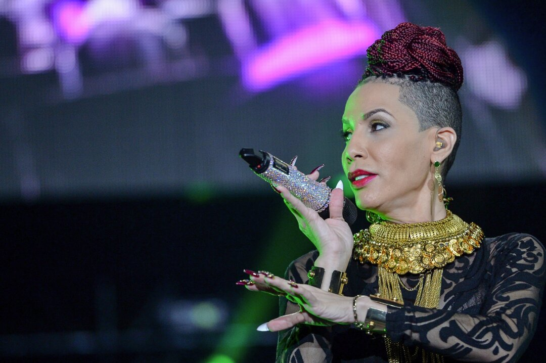 Ivy Queen on stage in 2015