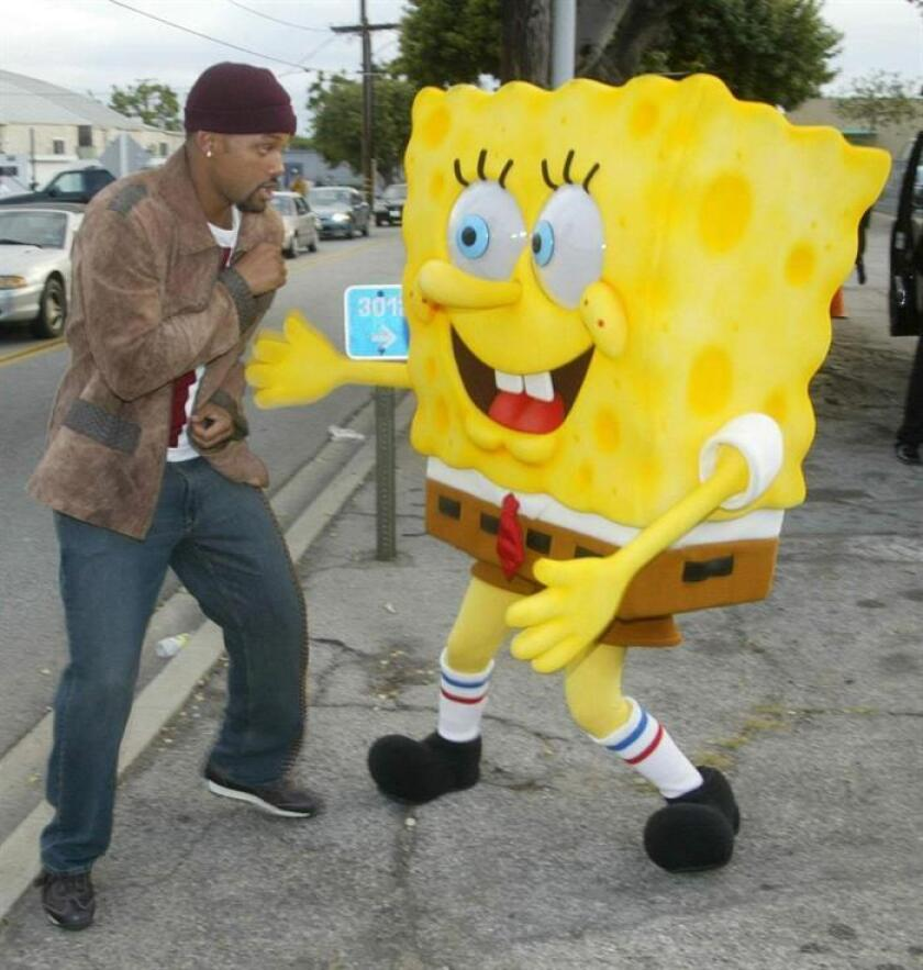 Undated handout photograph from Nickelodeon released, Sunday 18 July 2004, of actor WIll Smith and Spongebob Squarepants. EFE/EPA/Nickelodeon UK AND IRELAND OUT[