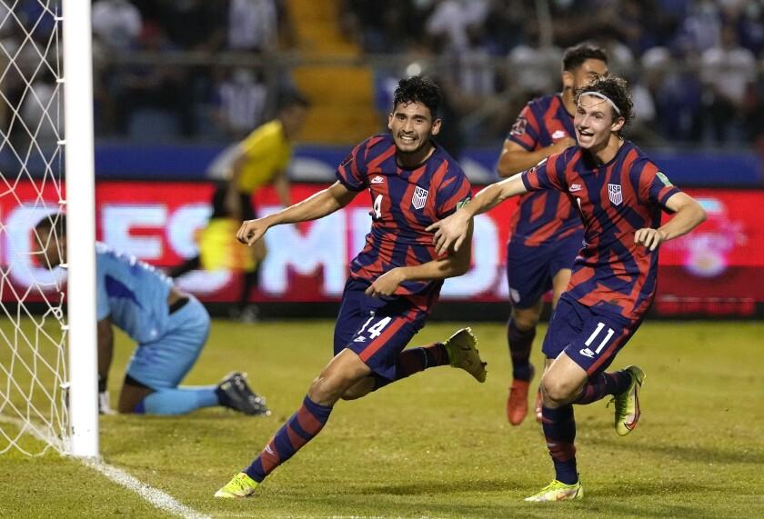 Ricardo Pepi, de Estados Unidos, festeja tras anotar ante Honduras en un partido de la eliminatoria