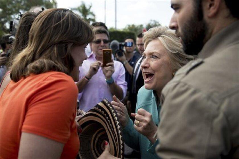 La candidata presidencial por el Partido Demócrata, Hillary Clinton, ejerció su derecho al voto en Chapppaqua en el estado de Nueva York, mientras que su adversario Donald Trump hará lo propio en la misma entidad a las 10:00 a.m hora del este de Estados Unidos.