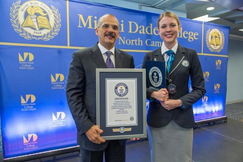 Jurista venezolano logra récord Guinness con una clase de más de 24 horas